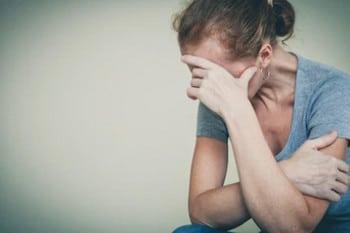 выпадения волос на висках у женщин причины
