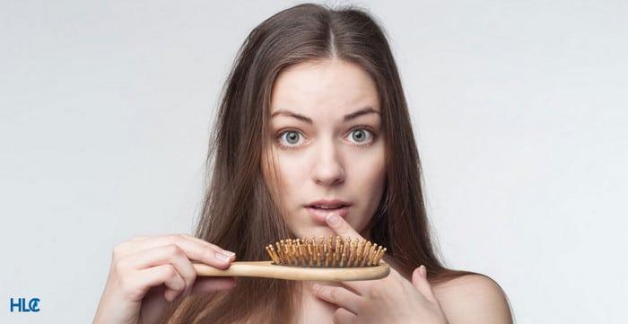 Почему при псориазе выпадают волос