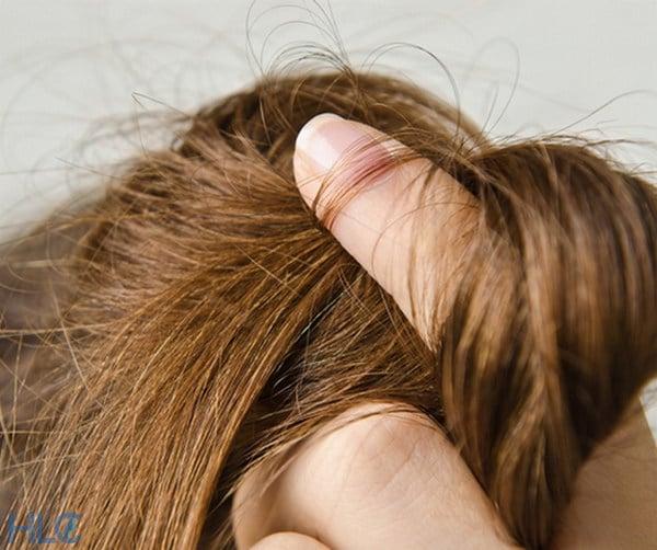 Полноценное питание и витаминные добавки способствуют росту волос