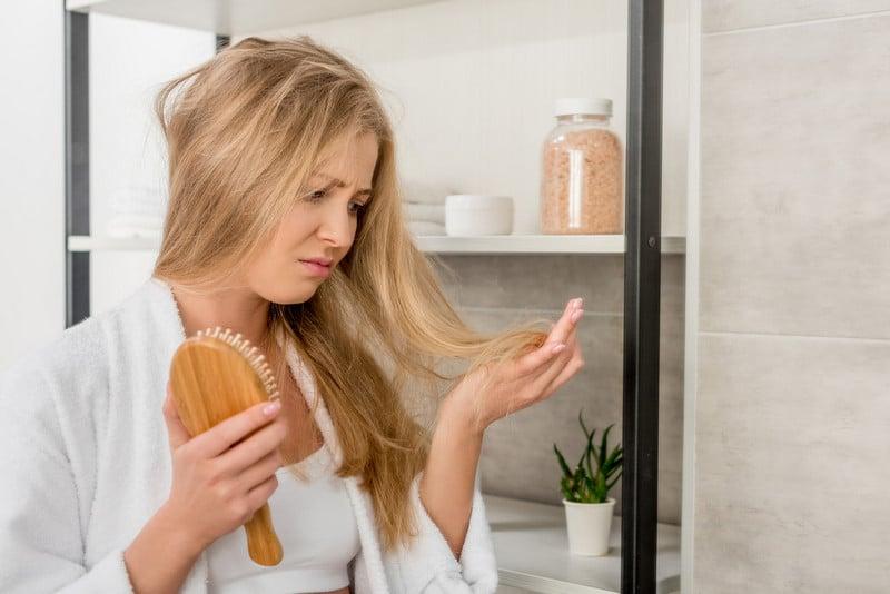 при рубцовой алопеции женщинам показана пересадка волос